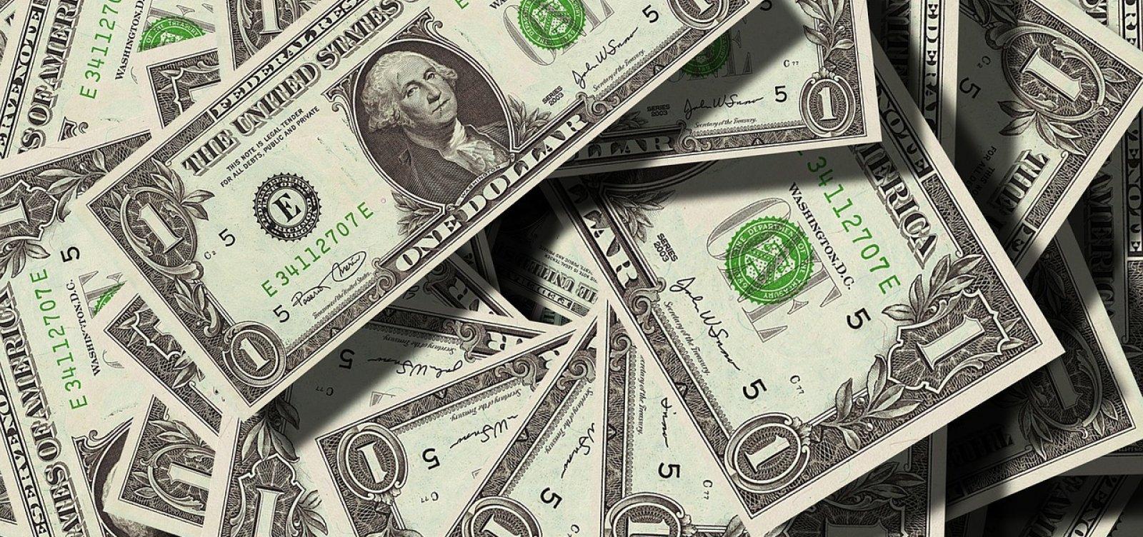 [Banco Central quer permitir contas em dólares no país]