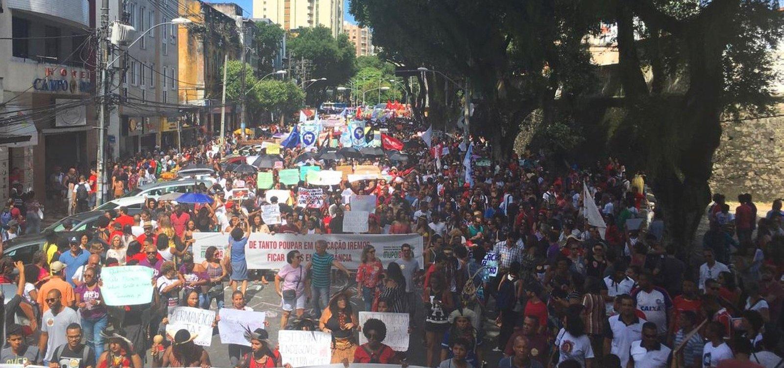 [Estudantes e professores voltam a protestar contra corte de verbas da Educação]