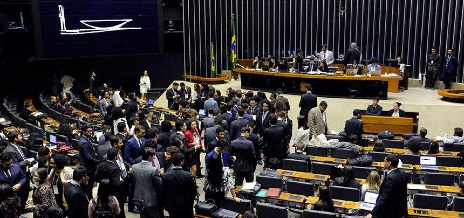 [Deputados gastam R$ 2 milhões com viagens oficiais]