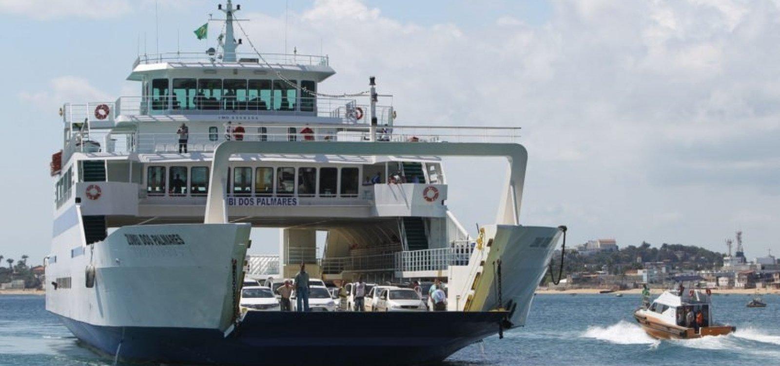 [Ferry-boat opera com fluxo tranquilo na tarde deste domingo]