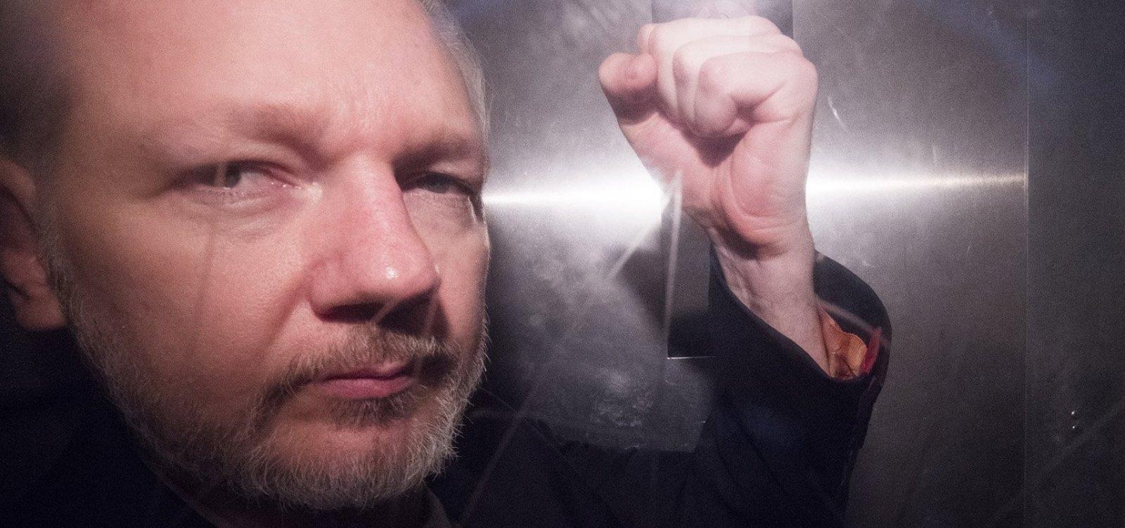 [Tribunal sueco rejeita pedido de prisão contra Assange]