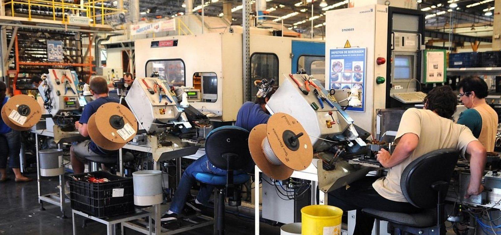 [Produção industrial cresce 0,3% em abril, mas acumula queda de 2,7% no ano]