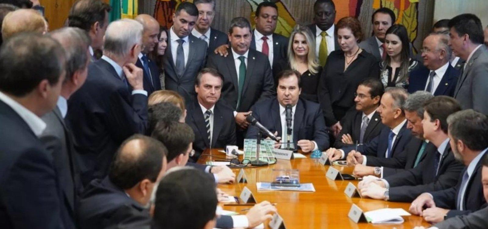 [Bolsonaro entrega ao Congresso projeto que altera a CNH]