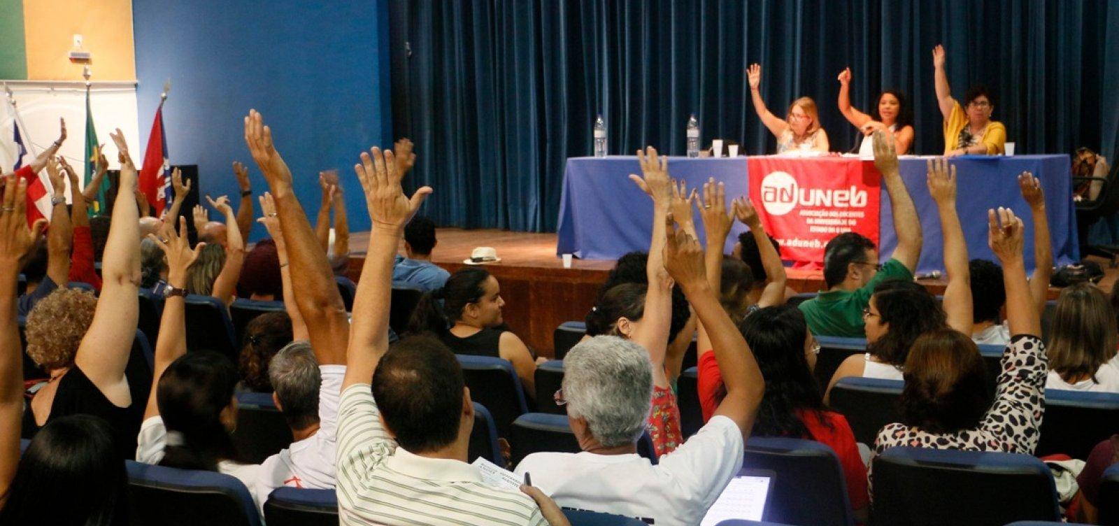 [Uneb: professores decidem por continuidade da greve]