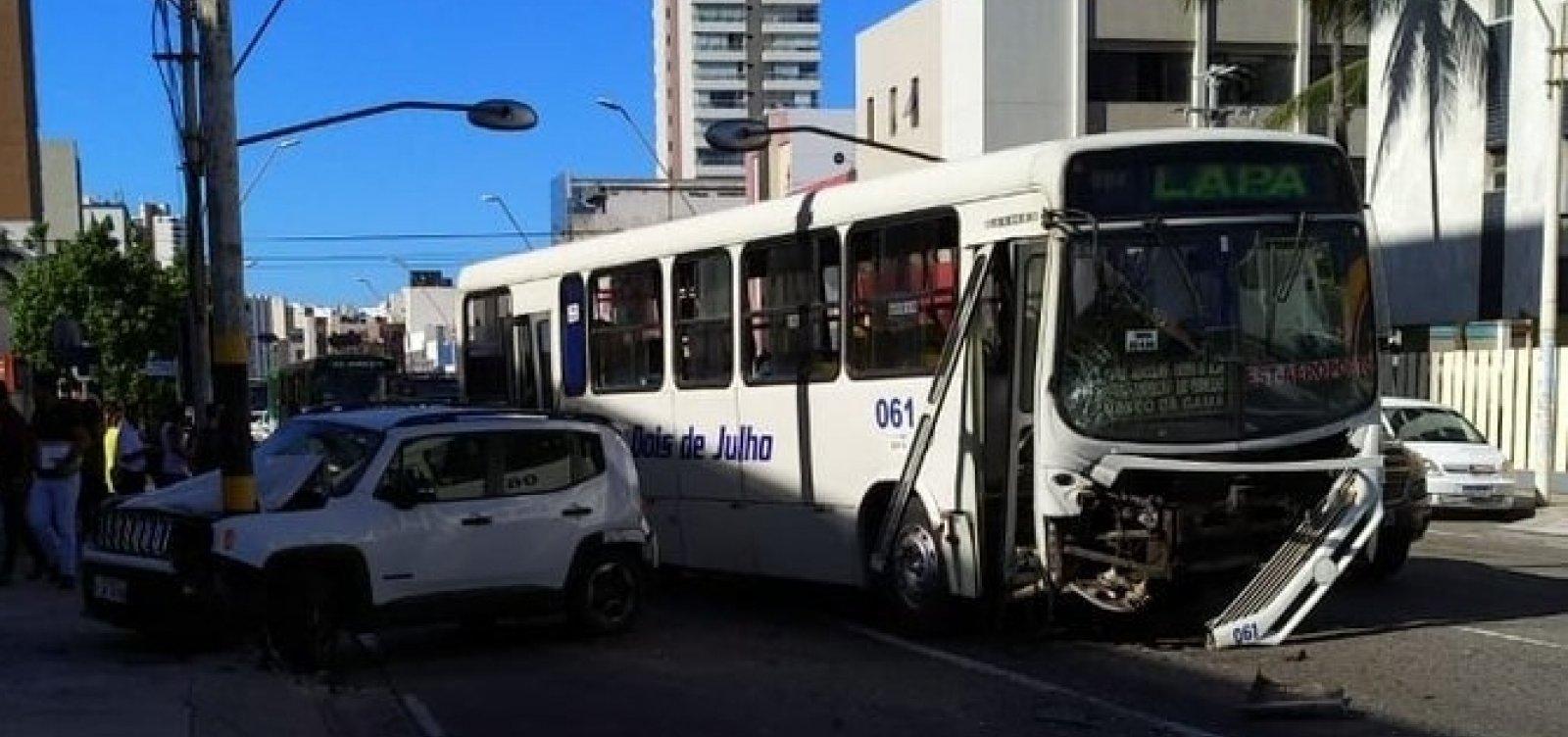 [Acidente na Avenida Manoel Dias deixa o trânsito lento]