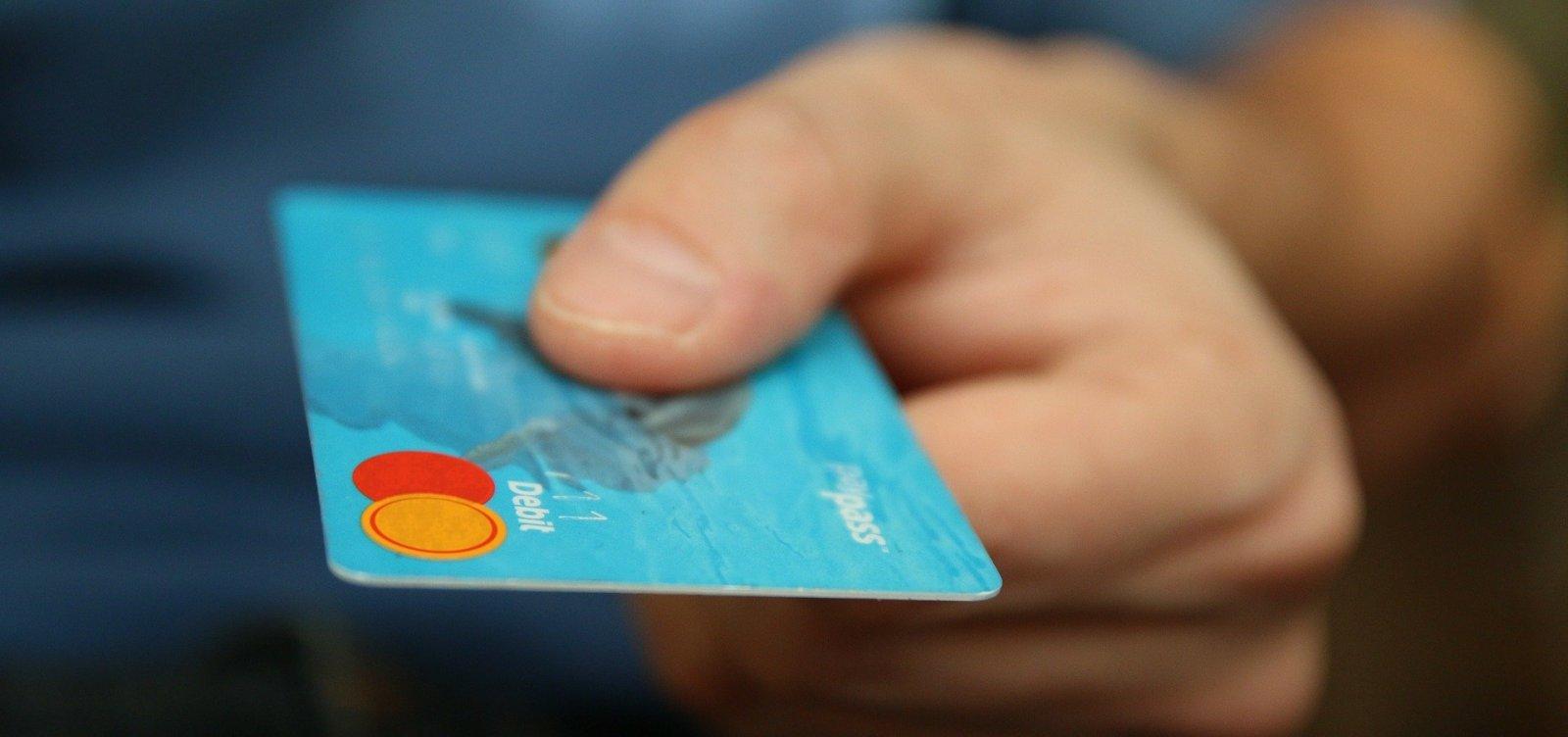 [Pessoas com deficiência visual já podem pedir cartões de crédito em braile]