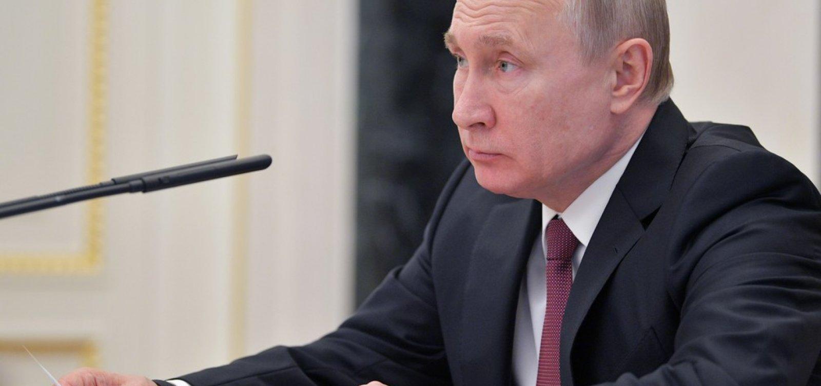 [Países que apoiam Guaidó na Venezuela são 'loucos', diz Putin]