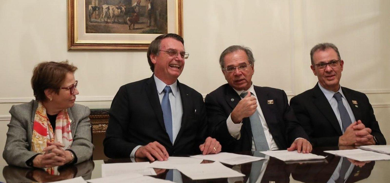 [Crítico do IBGE, Bolsonaro faz enquete no Facebook para embasar proposta]