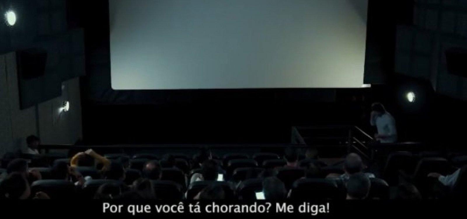 [Em sala de cinema, homem bate boca com filho sobre masculinidade; veja vídeo]