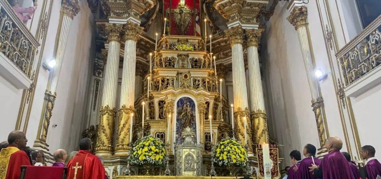 [Com missa solene, imagem do Senhor do Bonfim é devolvida ao altar da Basílica após obras]