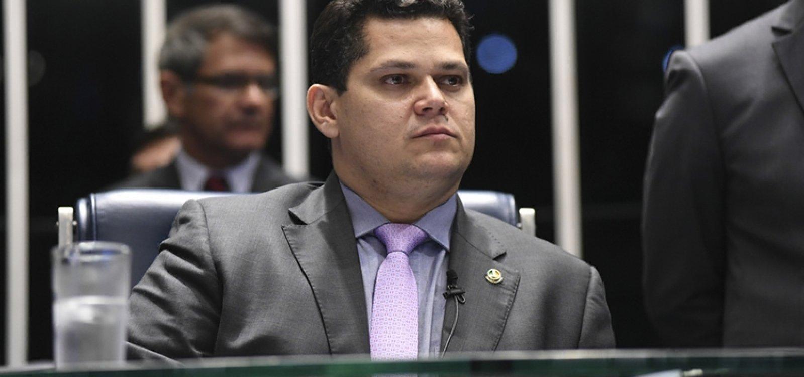 [Bolsonaro terá de nos aturar por dois anos e vice-versa, diz Alcolumbre]