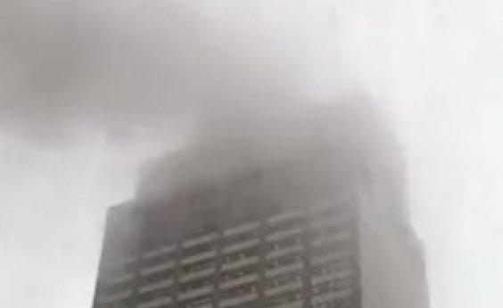 [Queda de helicóptero deixa um morto em Nova York]