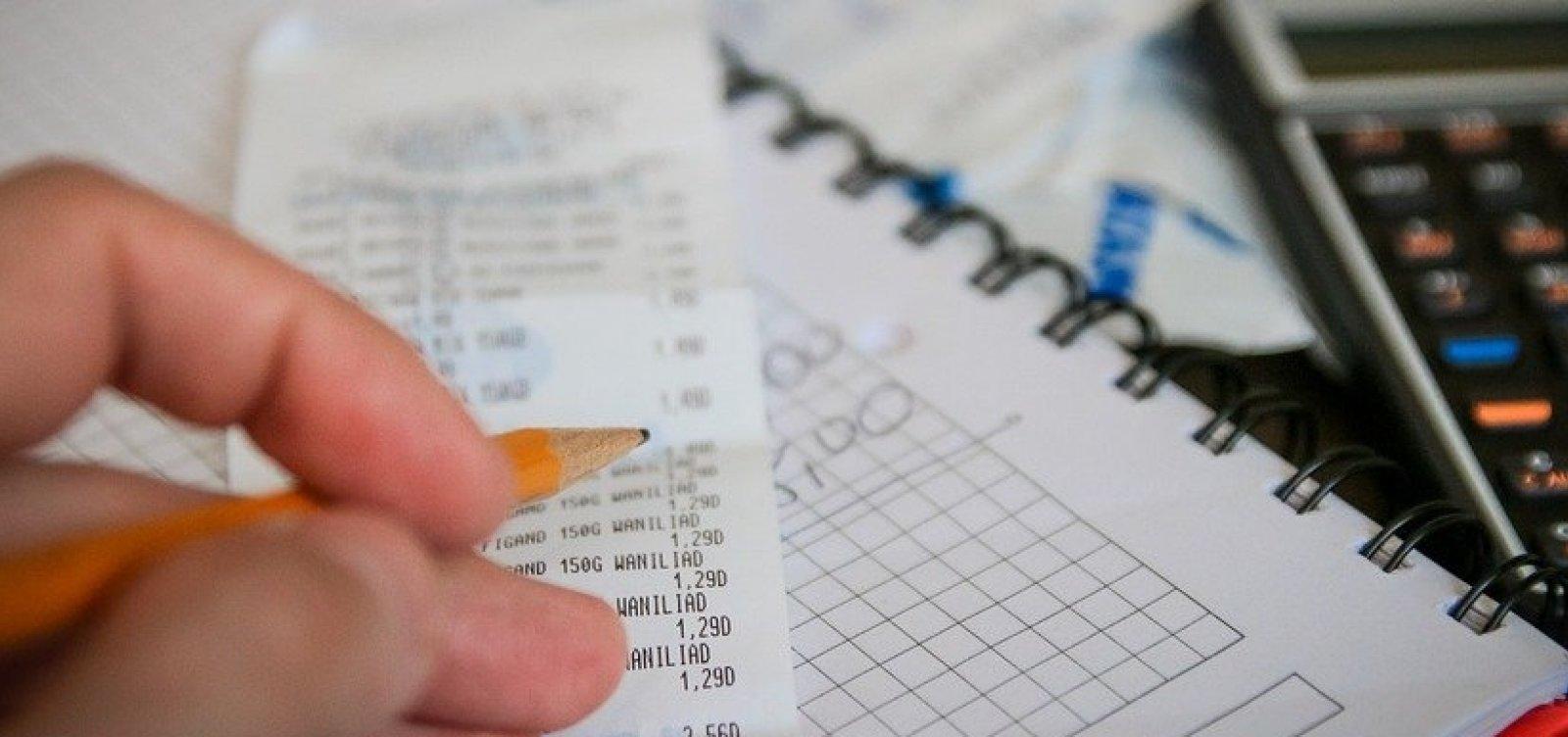 [Percentual de famílias endividadas sobe para 63,4%, diz CNC]