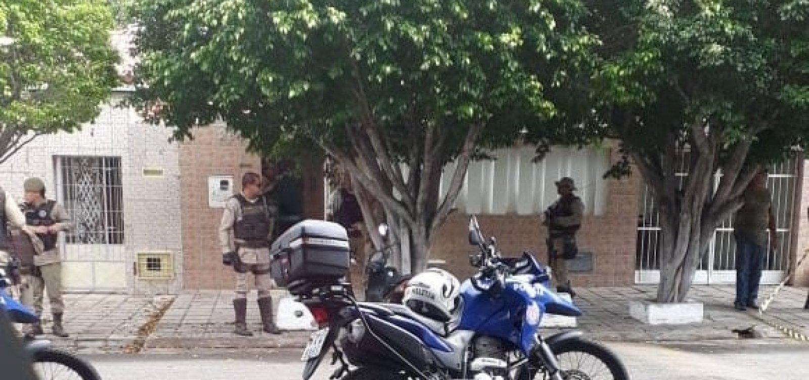 [Bombeiro atira na ex-companheira e depois se mata em Paulo Afonso]