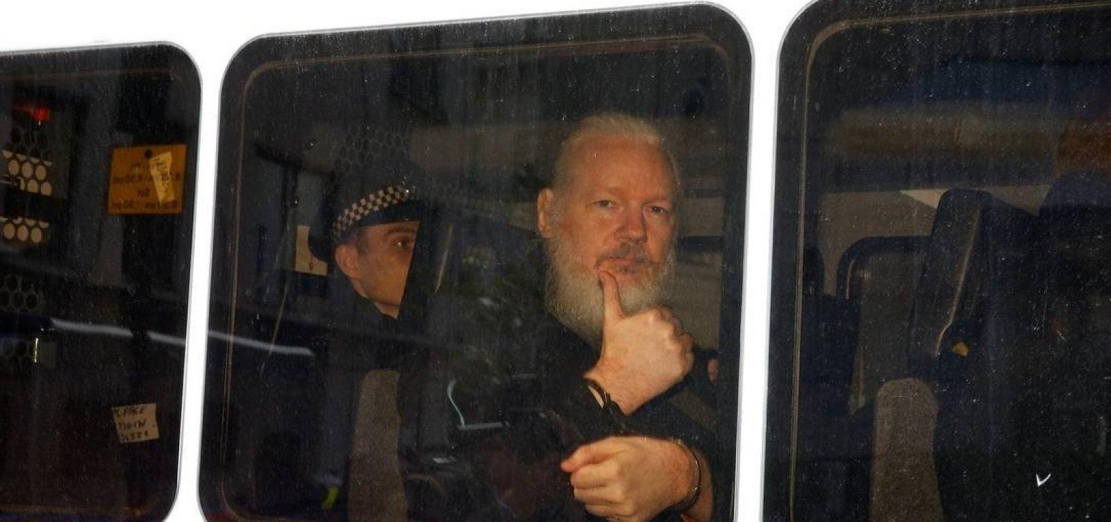 [Estados Unidos pedem ao Reino Unido extradição de Assange]