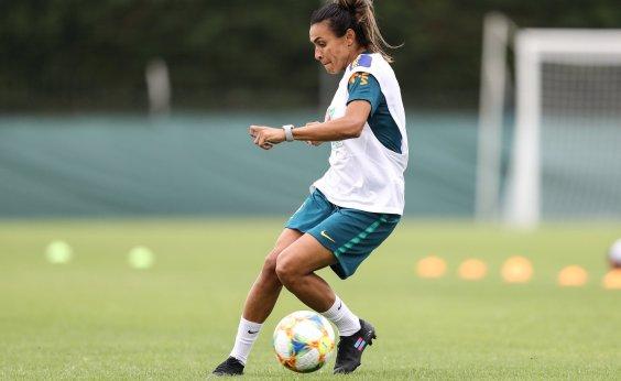 [Copa feminina: Marta treina, faz gols e mostra boa recuperação]