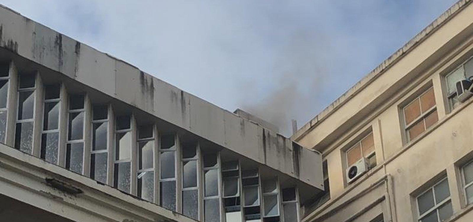 [Hospital das Clínicas em Salvador é atingido por incêndio ]