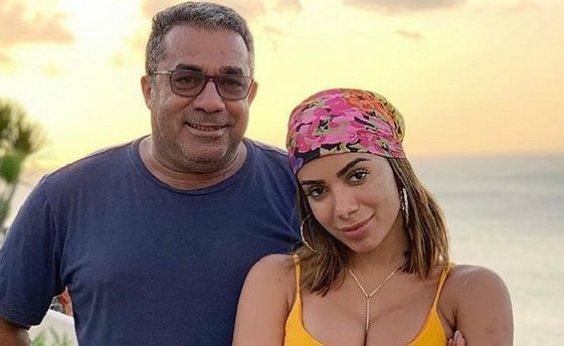 ['Quando a gente acostuma com o personagem ele cai', pai compara relacionamentos de Anitta a Game of Thrones]