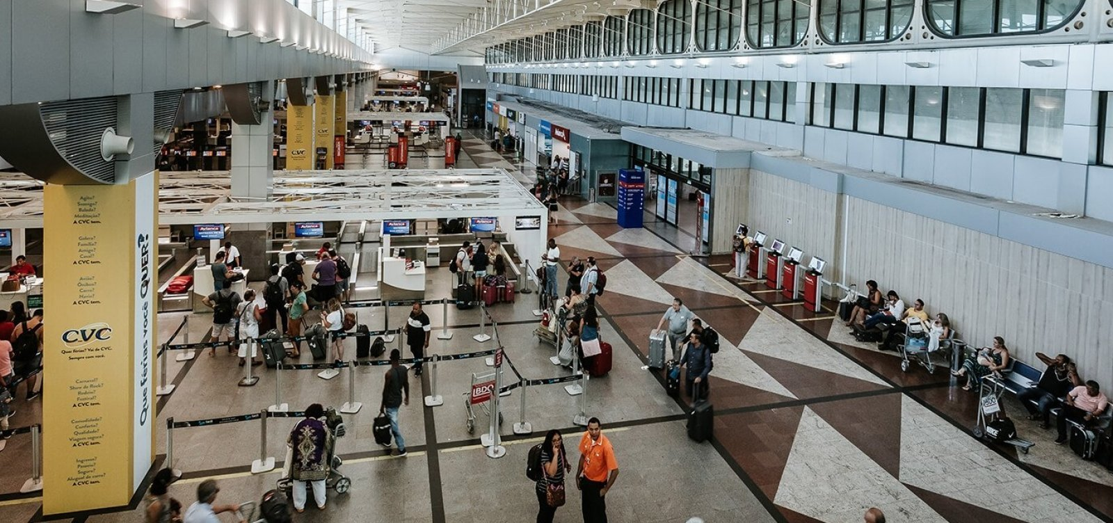 [Mau tempo em Salvador cancela voo e desvia rotas para Aracaju e Maceió]