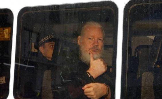 [Reino Unido assina ordem de extradição de Assange aos EUA]