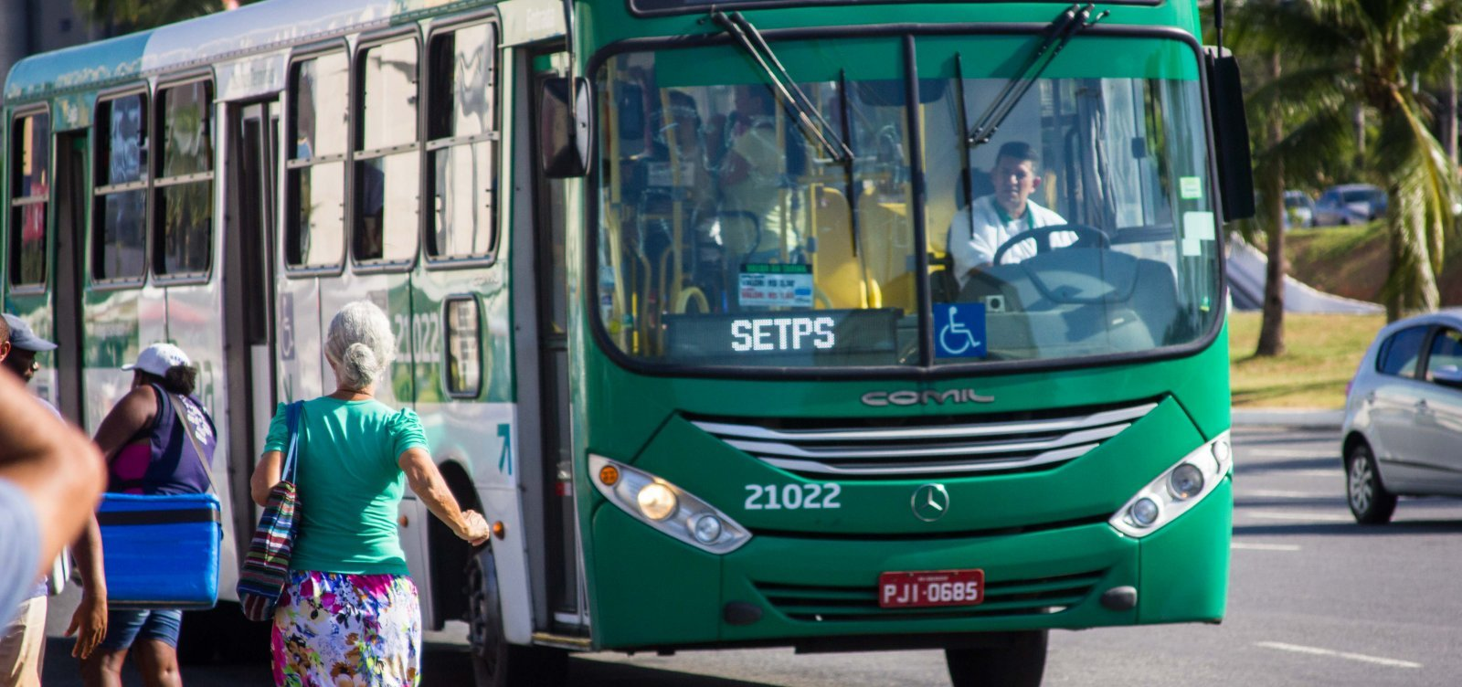[Ônibus e trens não circulam em Salvador em dia de greve geral]
