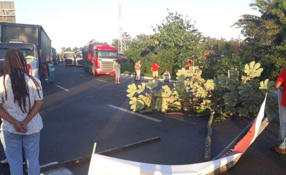 [Greve Geral: manifestantes fecham rodovias em Camaçari]