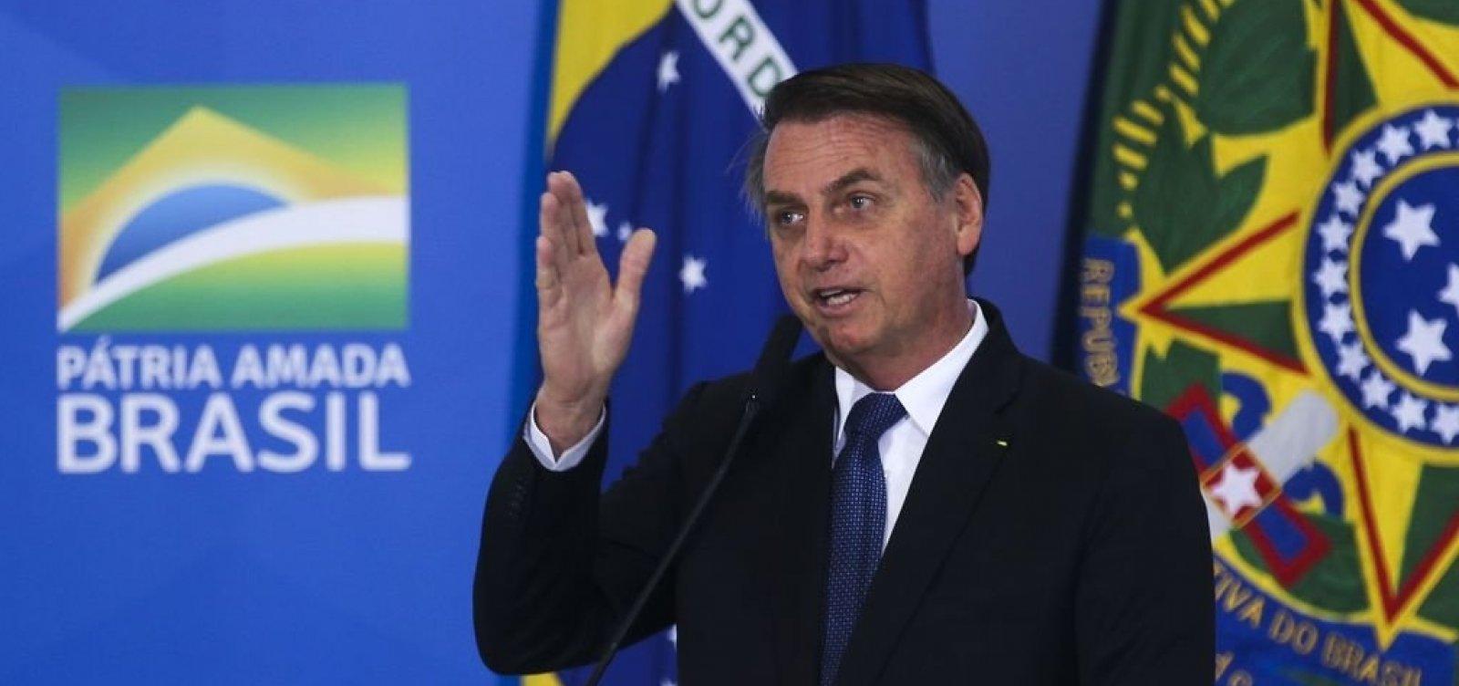 [Bolsonaro diz que avalia liberar cobrança de bagagens para aéreas de baixo custo]