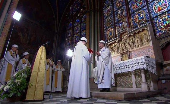 [Catedral de Notre-Dame tem primeira missa após incêndio]