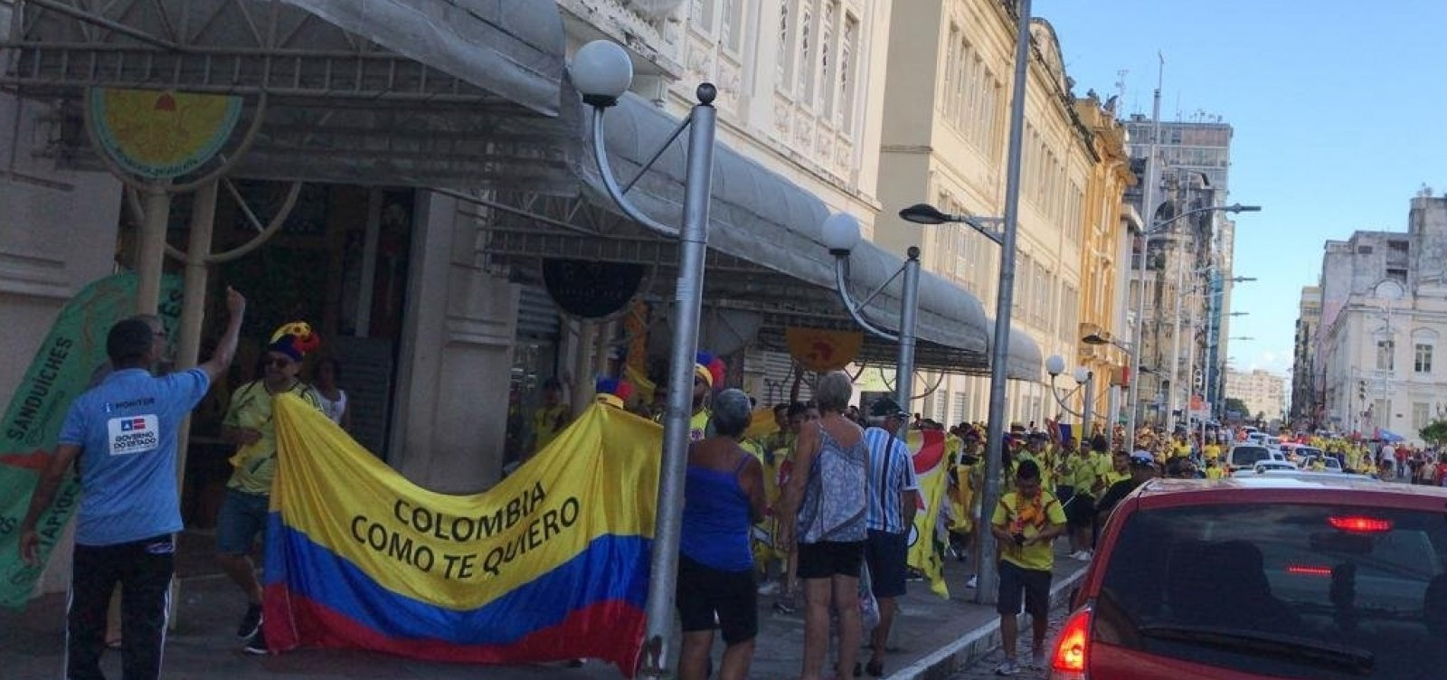 [Torcida da Colômbia anima ruas do Centro Histórico de Salvador]