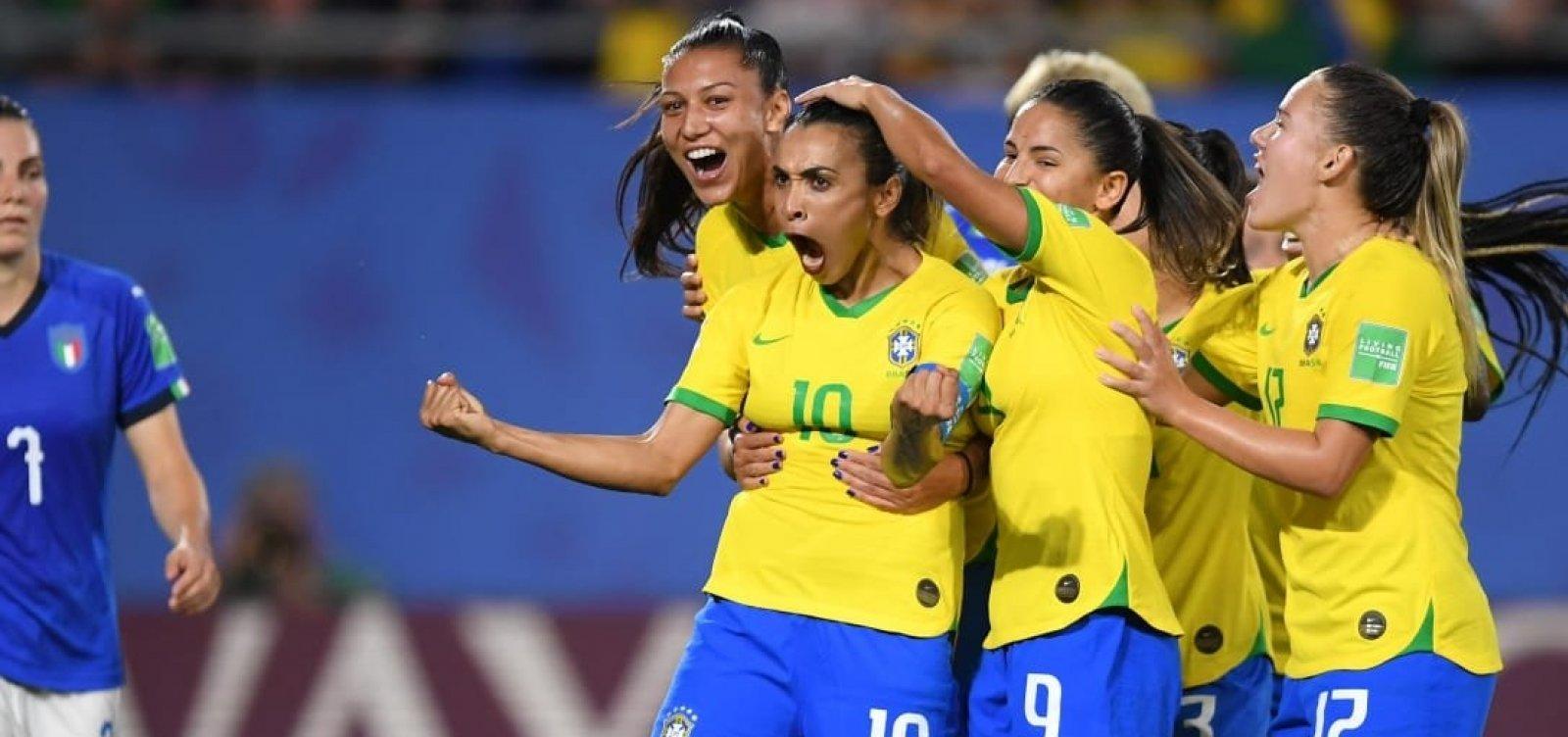[Com gol de Marta, Brasil bate a Itália e avança na Copa do Mundo]