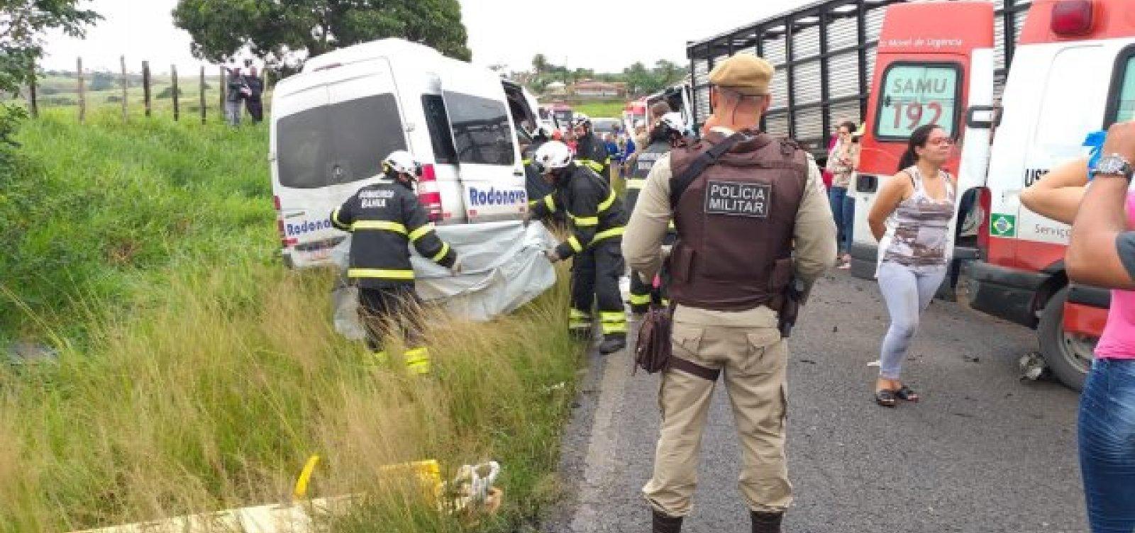 [Oito pessoas morrem em acidente em rodovia entre Feira de Santana e São Gonçalo]