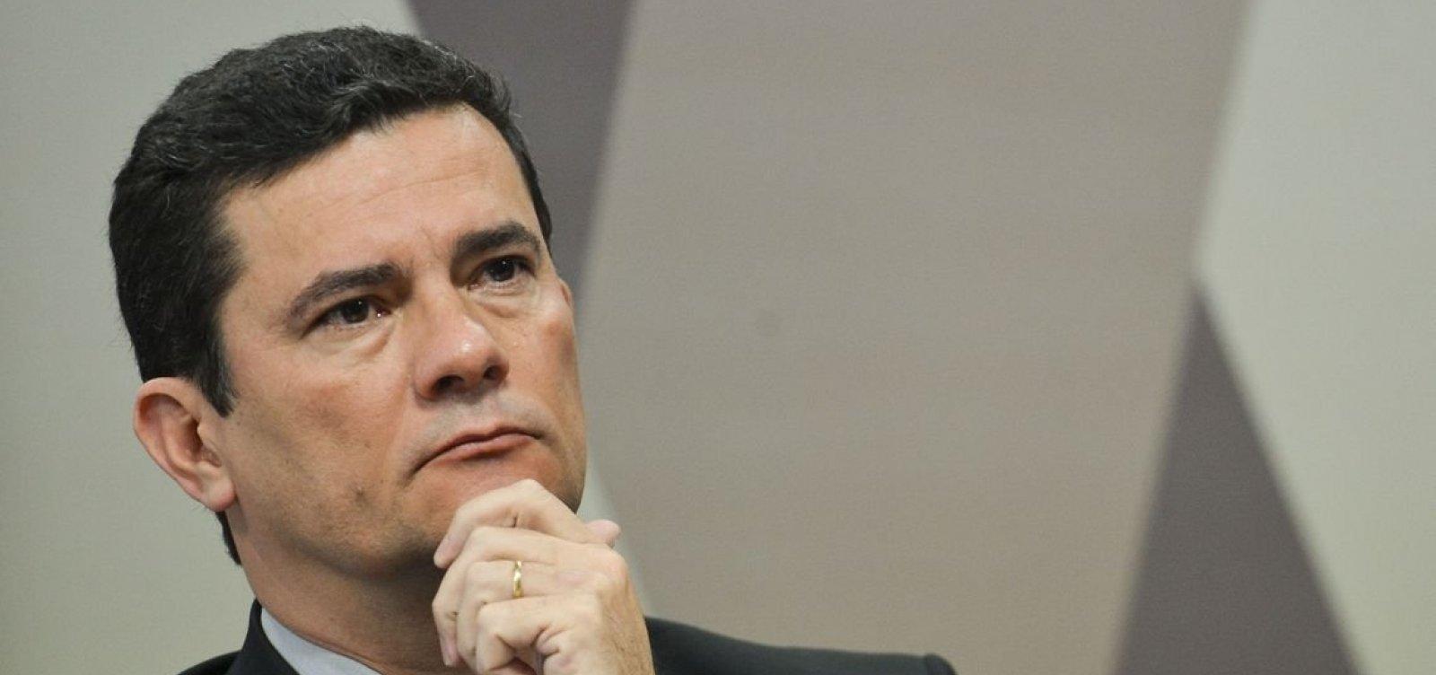 [Sergio Moro 'é patrimônio nacional', defende Jair Bolsonaro]