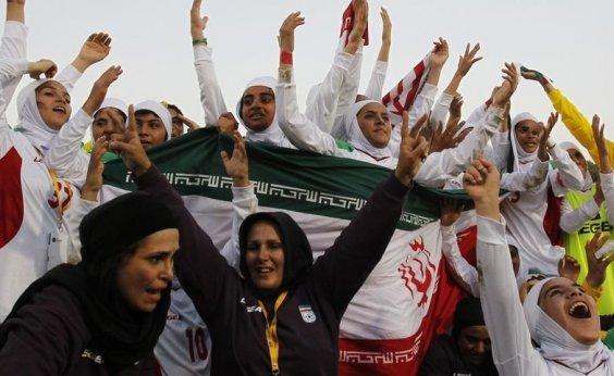 [Fifa pressiona Irã para permitir mulheres em estádios de futebol]