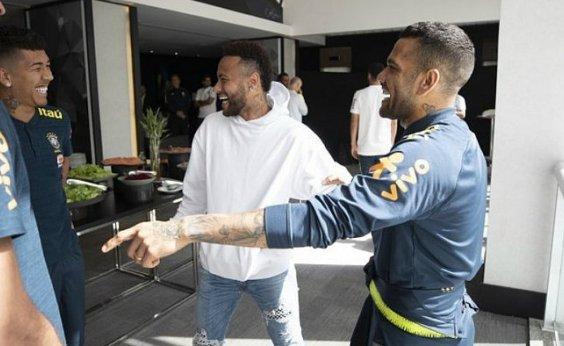 [Neymar visita a concentração da Seleção Brasileira]