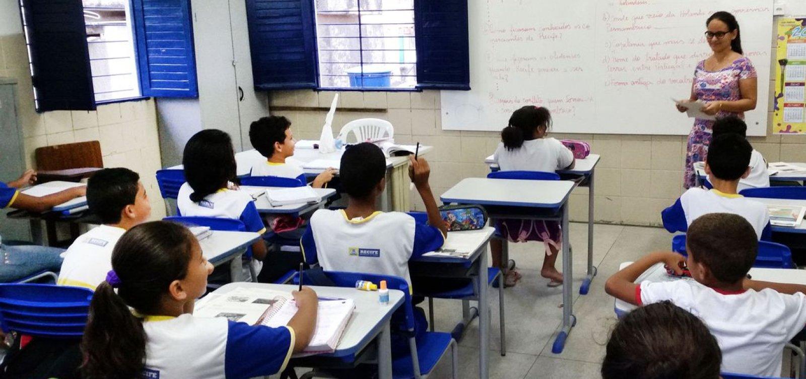 [De cada 10 professores do fundamental, 4 não têm formação no que ensinam]