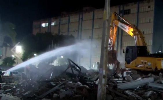 [Um ano após desabamento, estrutura de shopping popular em Itabuna começa a ser demolida]