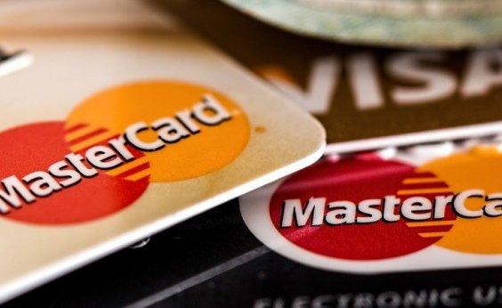[Juros do rotativo do cartão de crédito subiram para 299,8% ao ano]