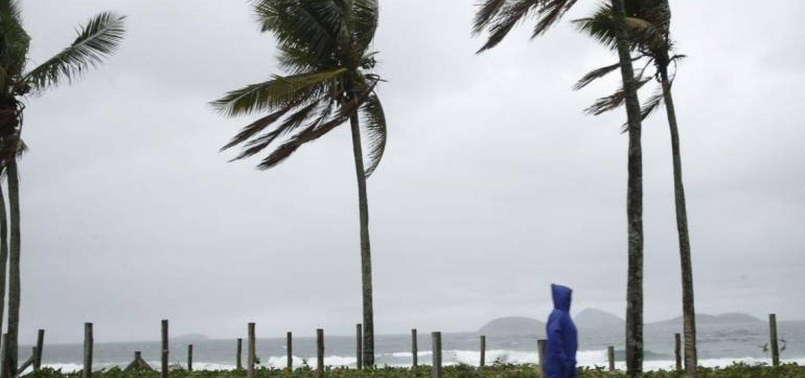 [Marinha alerta para ventos de mais de 60 km/h na Bahia]
