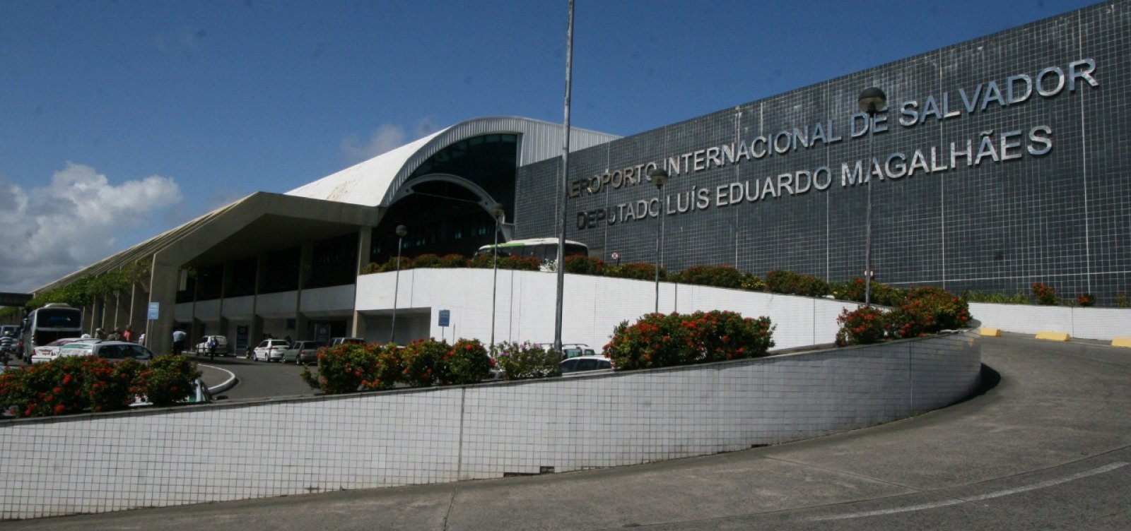 [Governo publica decreto que reduz ICMS para aviação na Bahia]