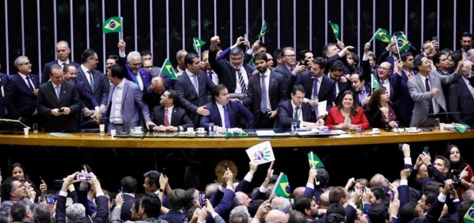 [Ameaça do Centrão fez Maia suspender votação após aprovar texto-base da reforma ]