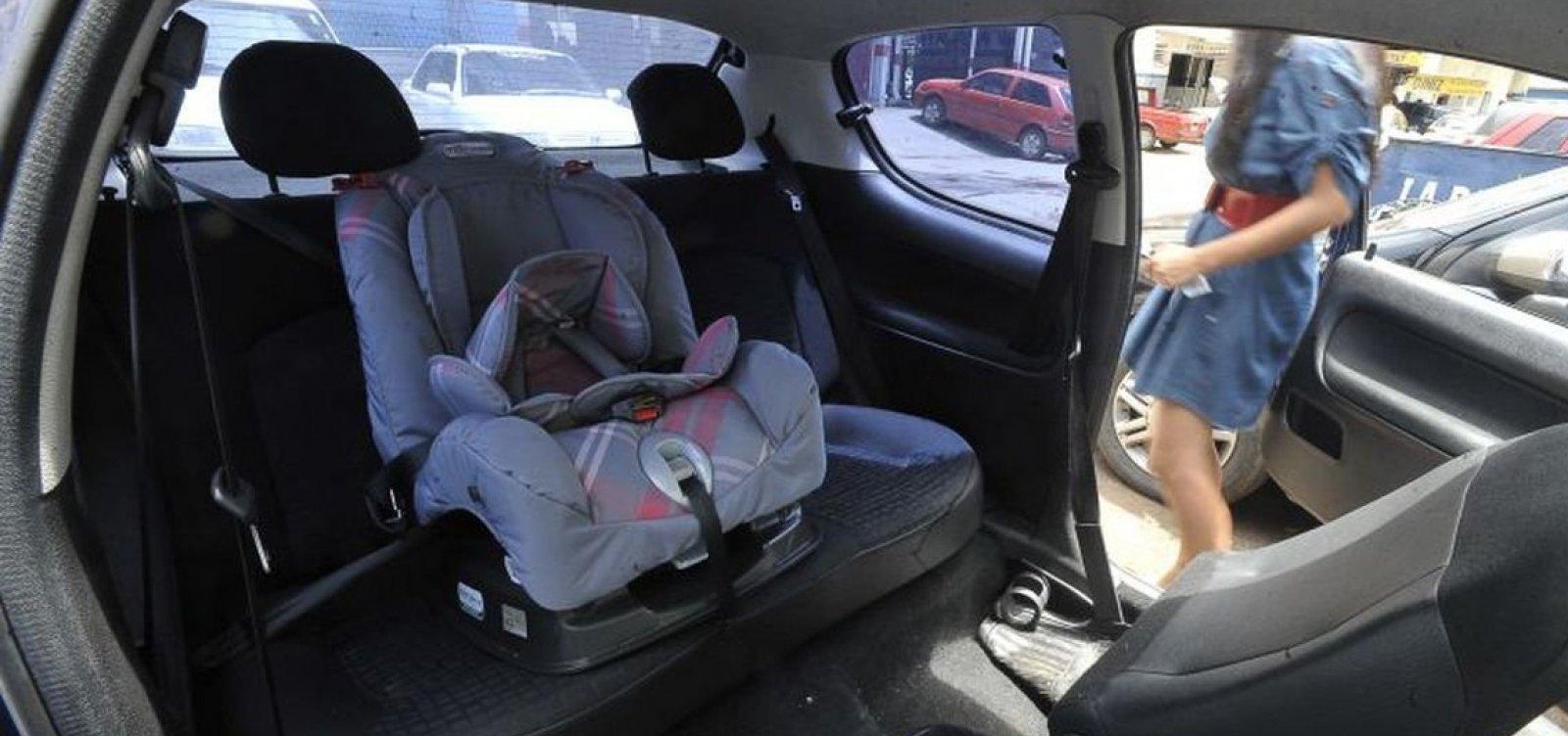 [Cartilha orienta pais sobre transporte correto de crianças em veículos]