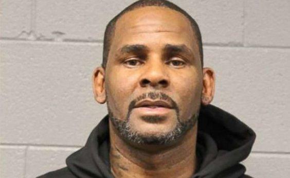 [R. Kelly é preso por posse de pornografia infantil]
