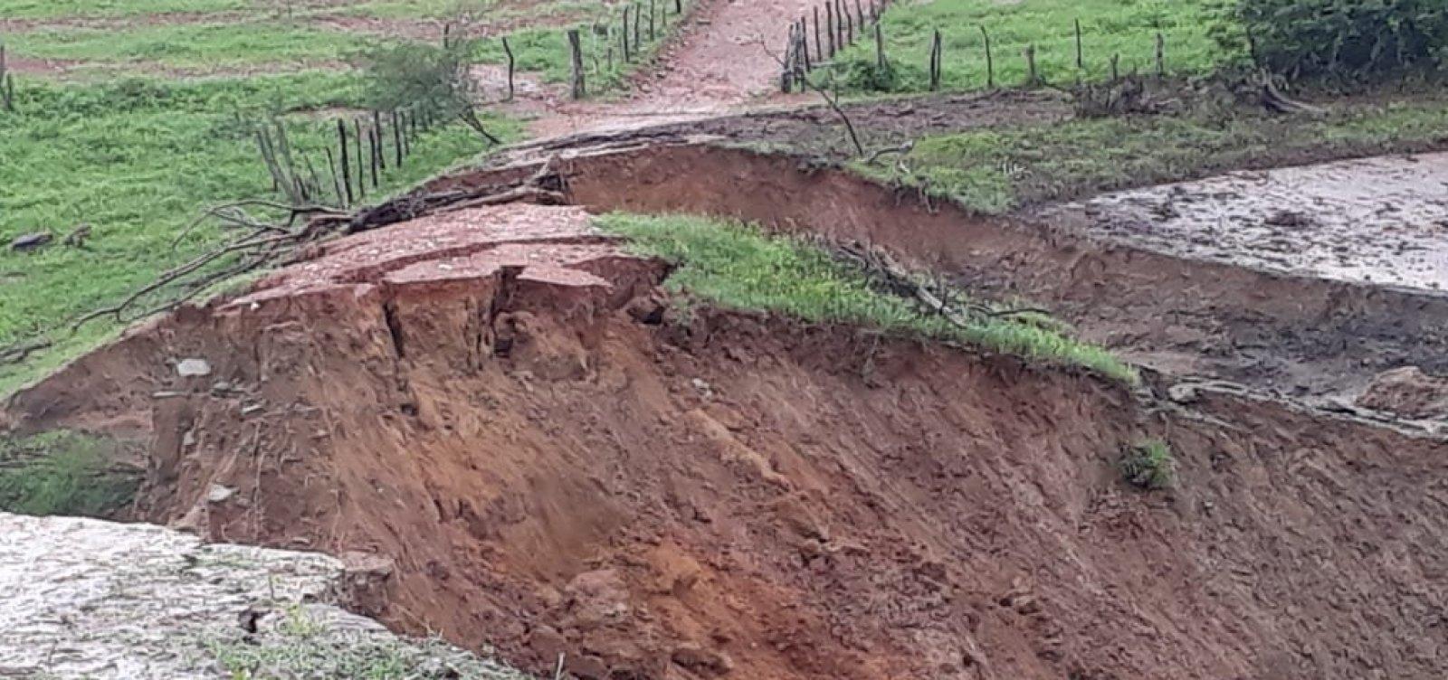 [Vídeo e foto mostram rompimento parcial de barragem em Pedro Alexandre]