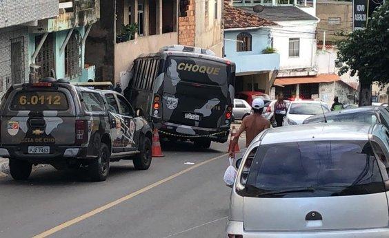[Micro-ônibus da PM atinge casas, veículos e deixa feridos em Salvador]