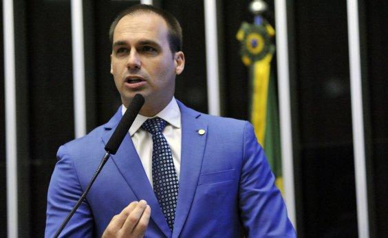 [Eduardo Bolsonaro cita como 'credencial' pós-graduação não concluída]