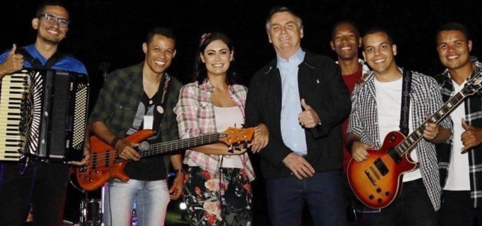 [Em meados de julho, Bolsonaro e primeira-dama promovem arraiá no Palácio da Alvorada]