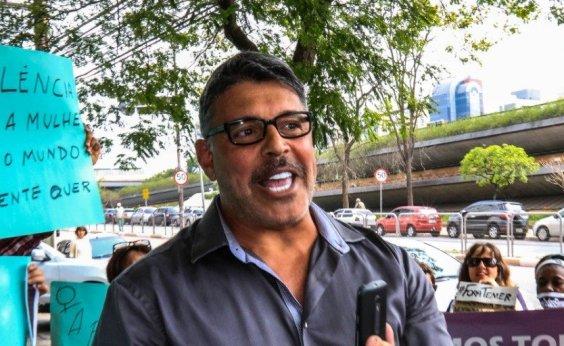 [Alexandre Frota diz que Brasil fica mais 'tranquilo' com Bolsonaro calado]