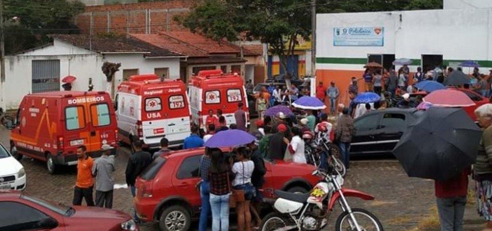 [Caminhão que transportava feirantes tomba na zona rural de Apuarema e deixa mais de 15 feridos]