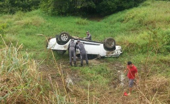 [Três pessoas da mesma família morrem em acidente de carro na BR-101]