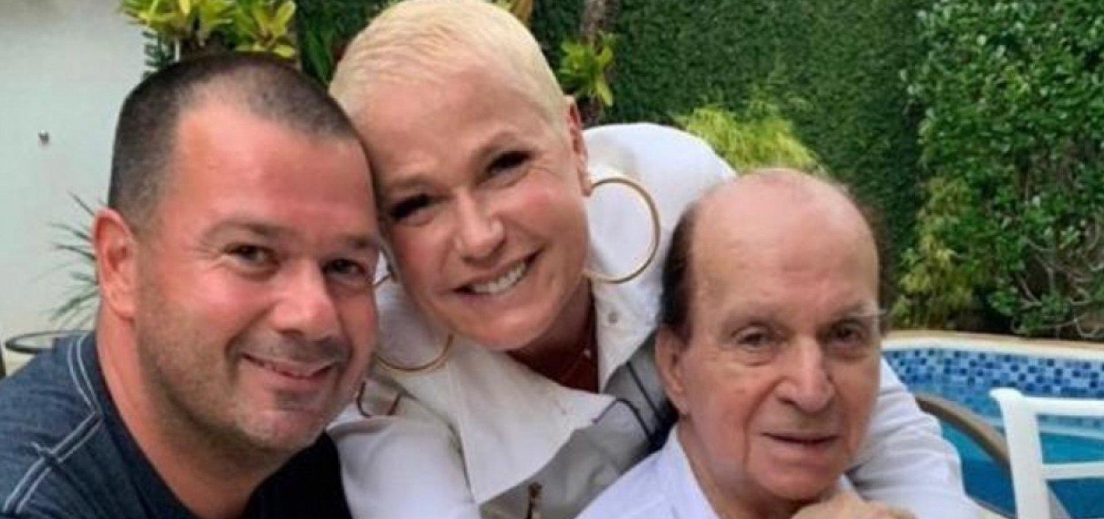 [Xuxa se despede de 'única pessoa que me amou verdadeiramente' na Globo]